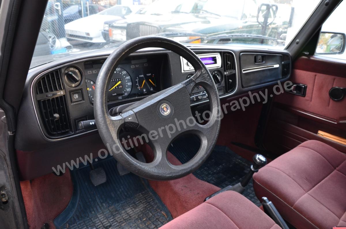 Saab 900 Sedan Interieur Armaturentafel | Oldtimerphotography by aRi F.